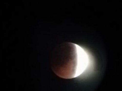 Luna rosa: arcobaleno lunare
